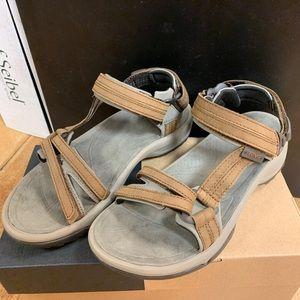 Women's Terra Fi Lite Leather Brown Sandals